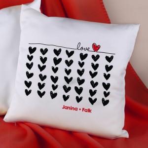 Liebes Kissen mit Herzen und Wunschnamen